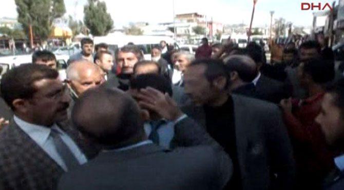 AKP'li vekile taşlı saldırı!