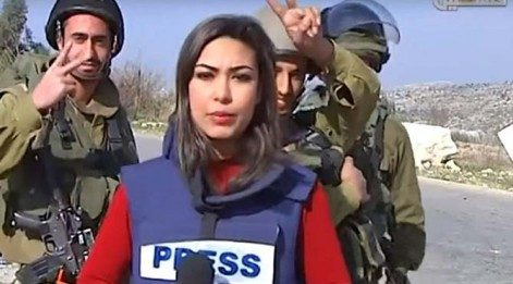 İsrail askerleri Filistinli muhabiri taciz etti