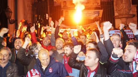Galatasaray Lisesi önünde protesto!