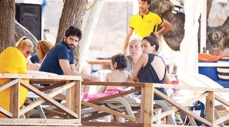 'Kara Sevda' dizisinin başarılı oyuncusu Kaan Urgancıoğlu, sevgilisiyle görüntülendi