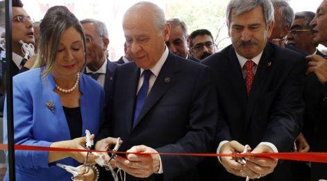 MHP Lideri Bahçeli Isparta'da mağaza açtı