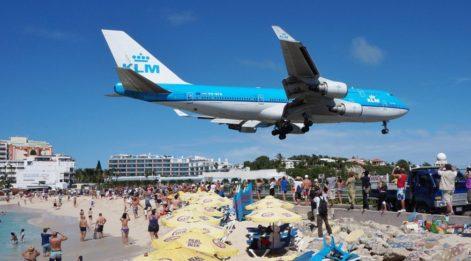 Irma, en meşhur havaalanını yıktı geçti