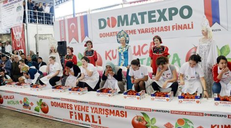 Türkler ve Ruslar domates yeme yarışı yaptı