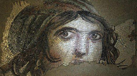 'Çingene Kızı' mozaiğinin ABD'deki kayıp parçaları Türkiye'ye dönüyor