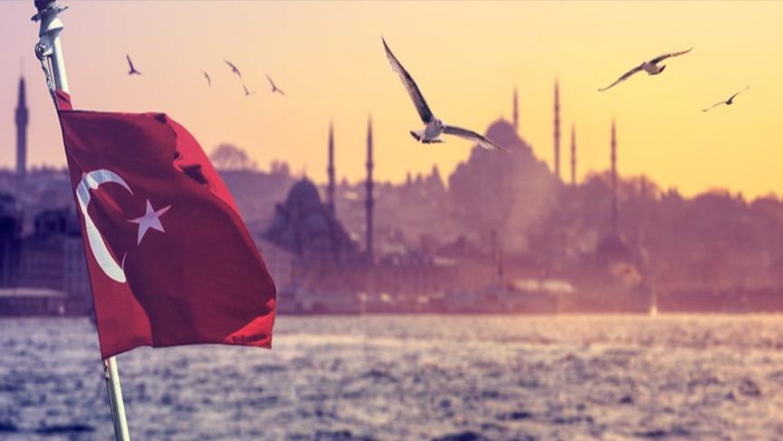 İstanbul gezilecek yerler: Tarihi surları, camileri, müzeleriyle Avrupa ve Asya'nın buluşma noktası...