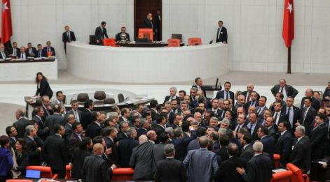 Meclis'te büyük kavga! ''FETÖ'cü şerefsiz, köpek...''