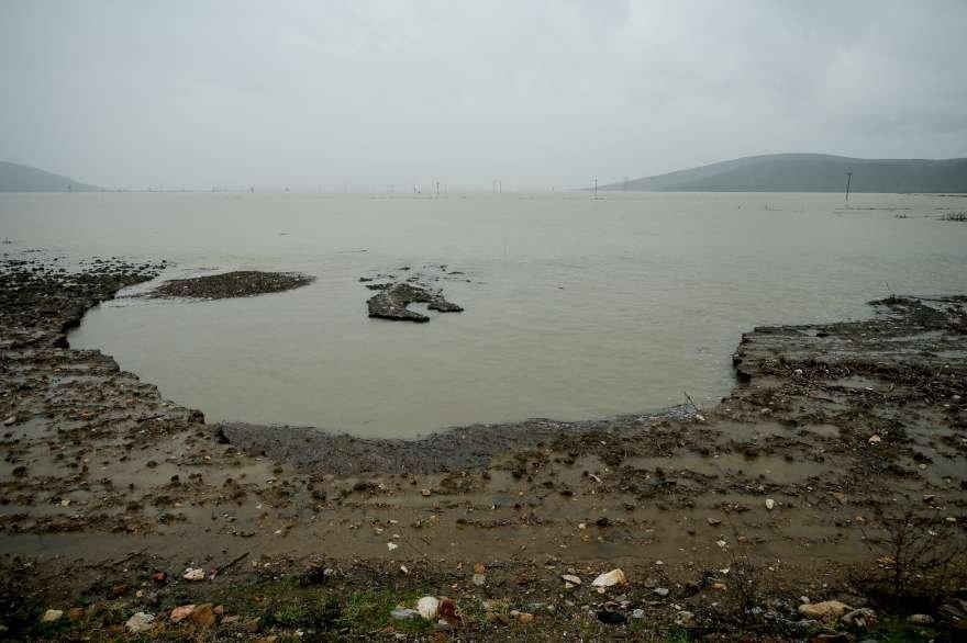 Düdenlerde kaybolan sular yer altından akarak 40 kilometre uzaklıktaki denize dökülüyor