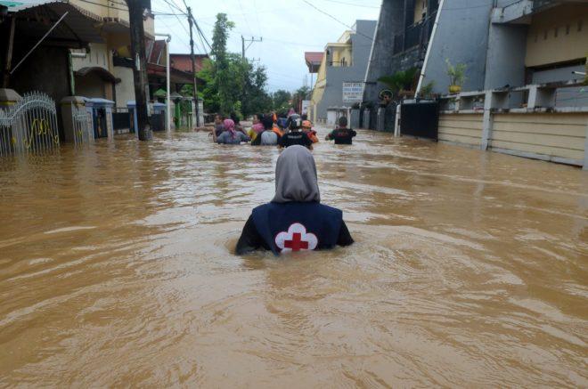 Kurtarma ekipleri sel mağdurlarına ulaşmak için yoğun çaba sarf ediyor.