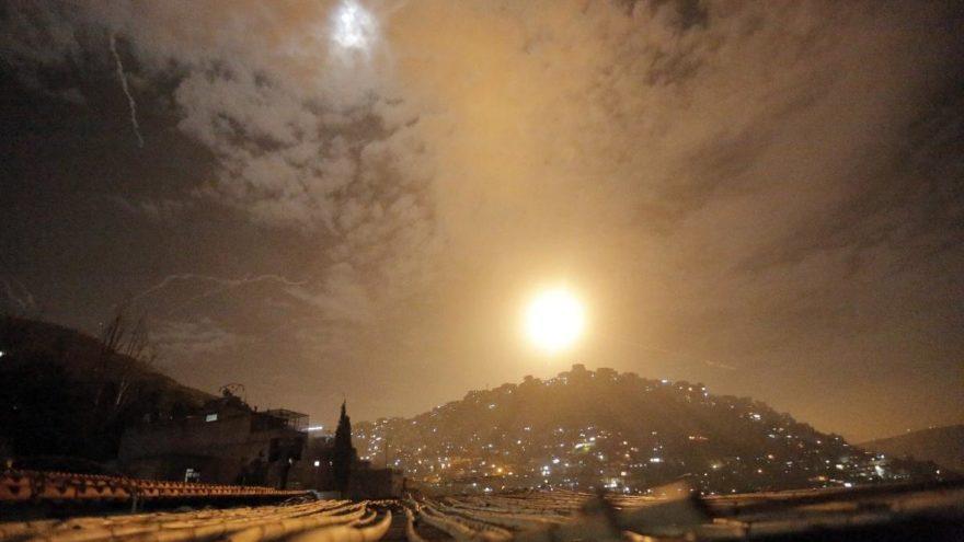 İsrail Suriye'yi vurdu, İran'dan cevap gecikmedi