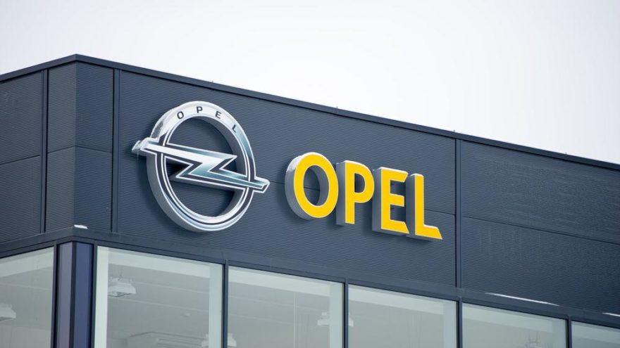 Opel üretimini yarıya indiriyor!