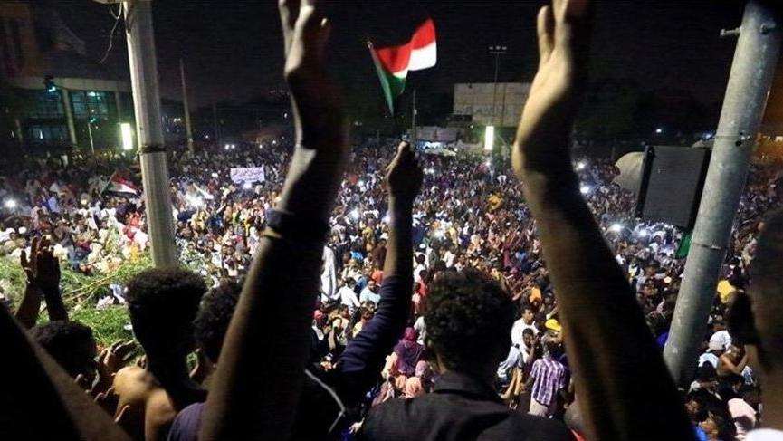 Sudan Askeri Geçiş Konseyi'nden 'başbakanlığa bağımsız aday gösterin' çağrısı