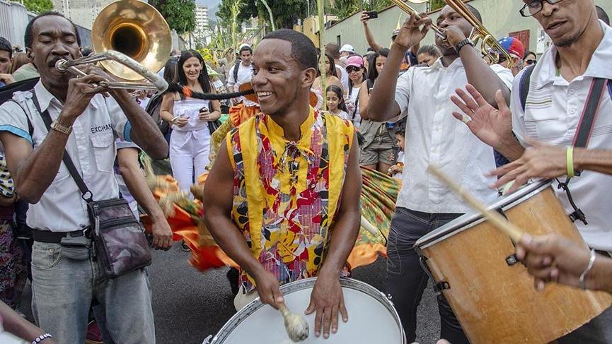 Venezuela'da krizi bir günlüğüne rafa kaldırtan 250 yıllık kutlama