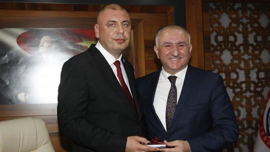 AKP'li başkan AKP'li başkana 146 milyon borç bıraktı
