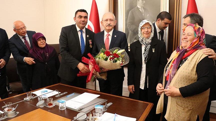 Şehit aileleri Kılıçdaroğlu'nu ziyaret etti