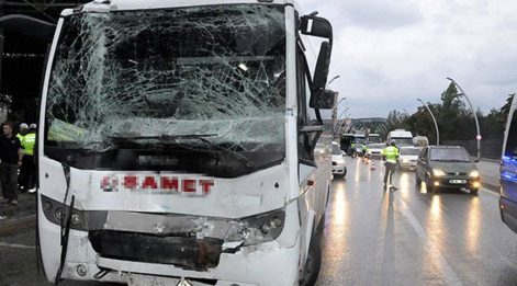 Polis servis aracı kaza yaptı: Yaralılar var