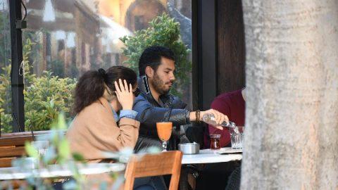 Rüzgar Çetin'in yanındaki kadın, kameraları görünce panikledi