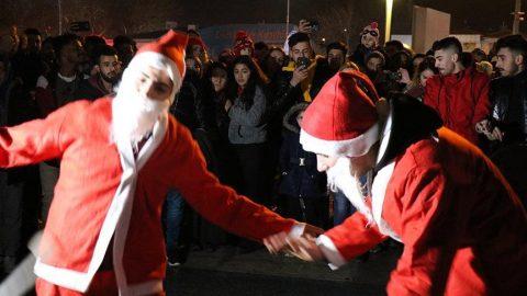 Yılbaşı kutlamasında Noel Baba'nın dansı damga vurdu!
