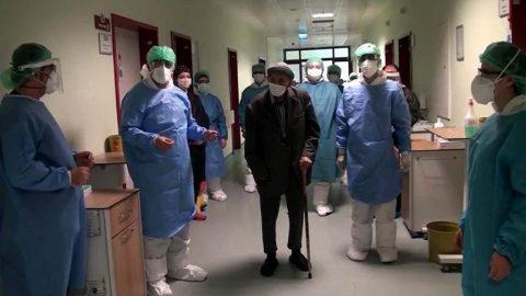 101 yaşında corona virüsünü yendi alkışlarla taburcu oldu