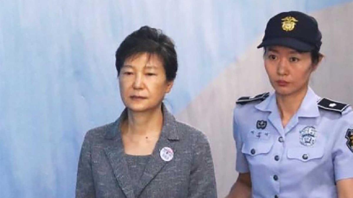 Güney Kore eski Cumhurbaşkanı Park Geun-hye'ye 20 yıl hapis cezası