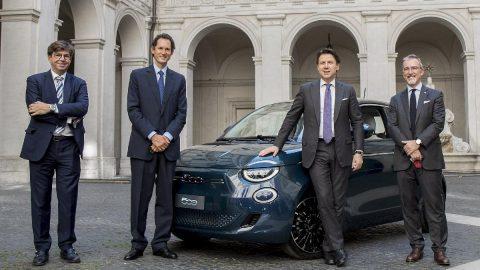 Yeni Fiat 500 İtalyan siyasetçilerle buluştu!