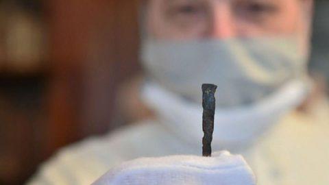 İsa çarmıha gerilirken kullanılan çivi bulundu