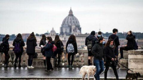 İtalya'da son 24 saatte 18 bin 627 yeni vaka