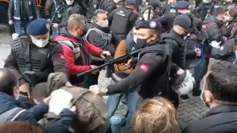 İzmir'de eylemcilere sert müdahale: Gözaltılar var