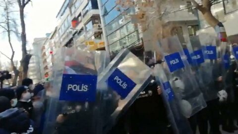 Ankara ve İzmir'de Boğaziçi protestolarına polisten müdahale