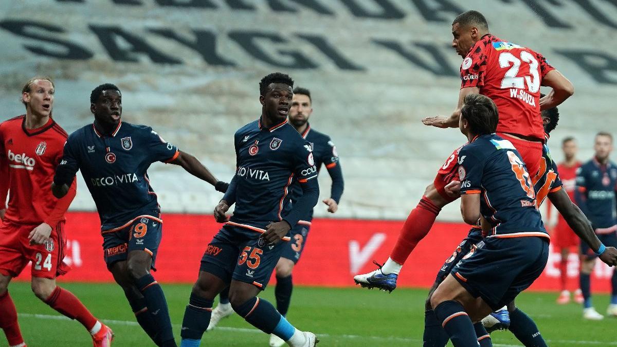 Beşiktaş-Başakşehir maçı nefes kesti... Türkiye Kupası'nda ilk finalist belli oldu