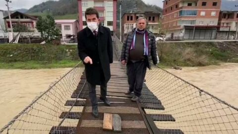 Vatandaşa tahta köprü başkana deri koltuk