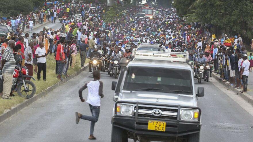 Tanzanya eski Devlet Başkanı Magufuli'nin cenazesinde izdiham: En az 45 ölü