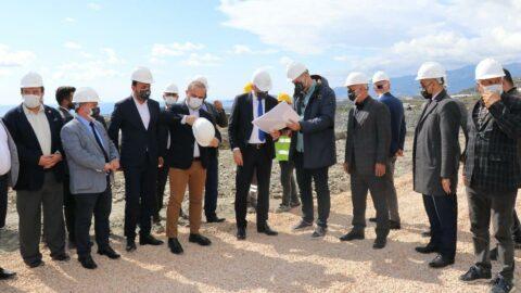 Alanyaspor'da yeni tesis heyecanı! Başkan Çavuşoğlu kepçe kullandı