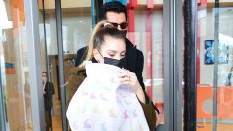Sinem Kobal kızının yüzünü ilk kez gösterdi