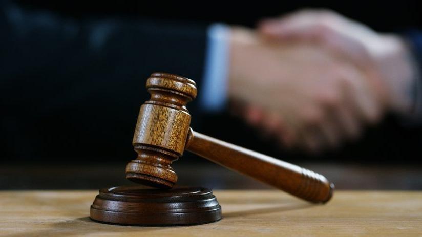 Sahte avukat, 'avukat' olarak girdiği duruşmada gözaltına alındı