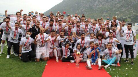 Manisa FK şampiyonluk kupasını kaldırdı... 6 gollü maç