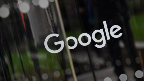 Google baltayı taşa vurdu... 'En çirkin dil' gösterip özür dilediler