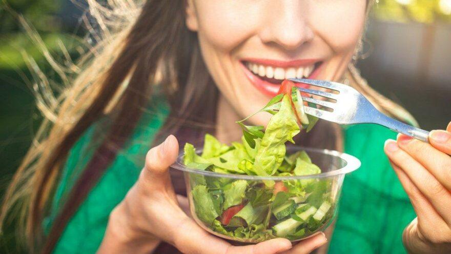 Beslenme alışkanlıklarını değiştirecek araştırma: Gürültü, yemek seçimimizi etkiliyor