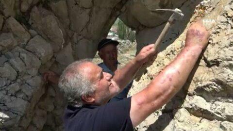Bu köyde yaşayanlar taşa çivi çakıyor! İşte nedeni