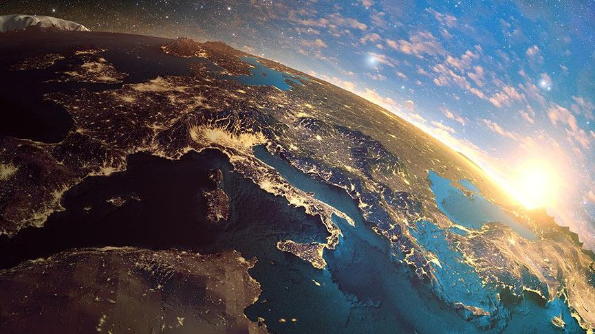 22 Temmuz - 23 Ağustos Güneş Aslan burcunda: Kibirli ve mağrur