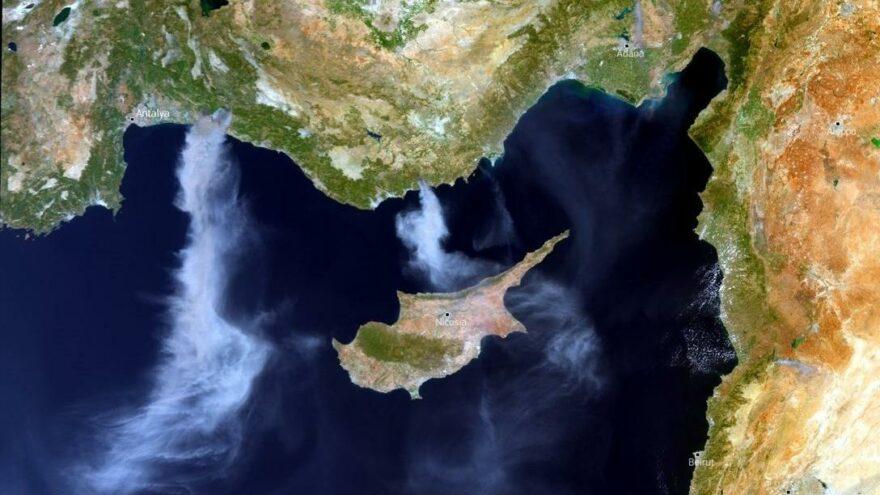 Yangın uydudan görüntülendi: Dumanlar Kıbrıs'a kadar uzandı