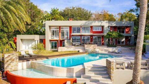 John Travolta, Scientology merkezinin yakınındaki evini 4 milyon dolara satıyor