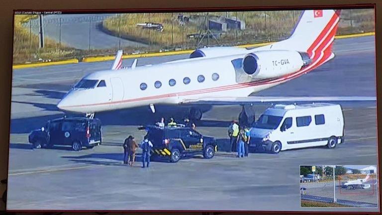 Kokain dolu uçağın Türk kaptan pilotu motorları ateşleyip kaçmaya çalışmış