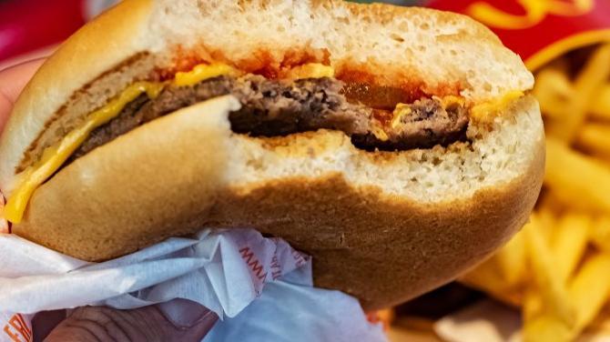 Ünlü fast food zincirine, 'orucumu bozdurdu' davası