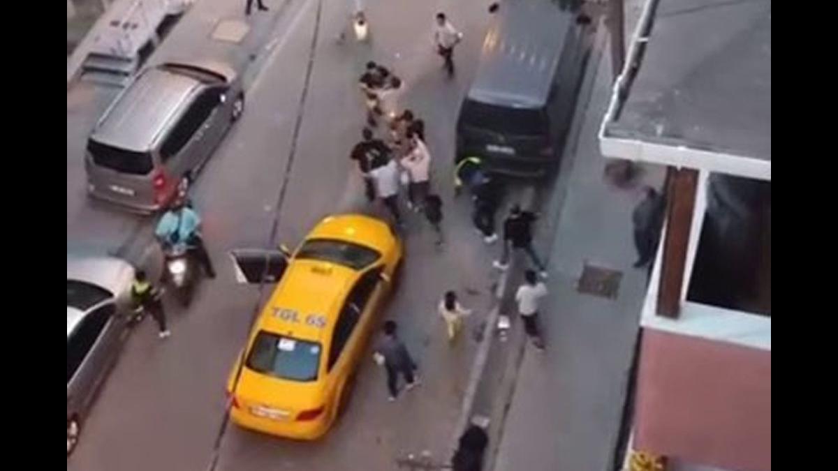 Taksiciyle müşterinin kavgası kamerada