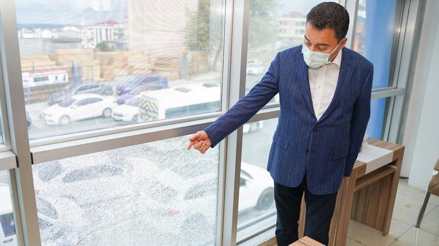 Ali Babacan, saldırıya uğrayan ilçe başkanlığında inceleme yaptı
