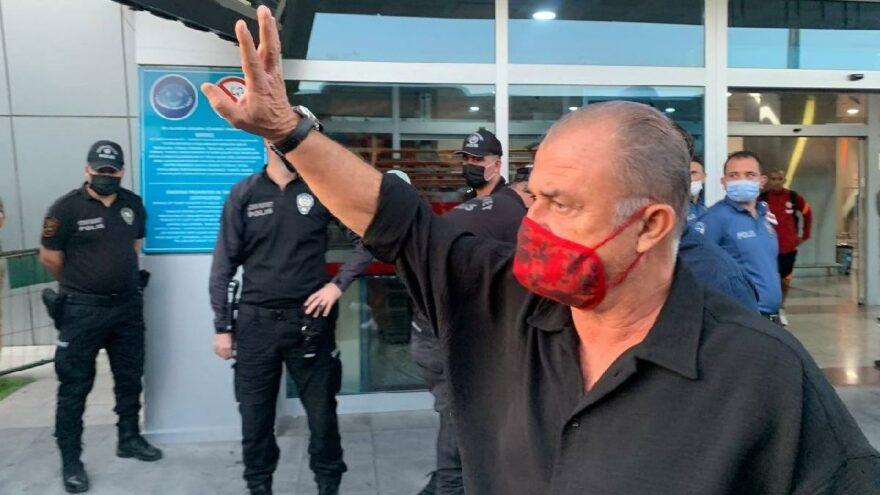 Fatih Terim'in elini öpen taraftar: Hocam sakın…