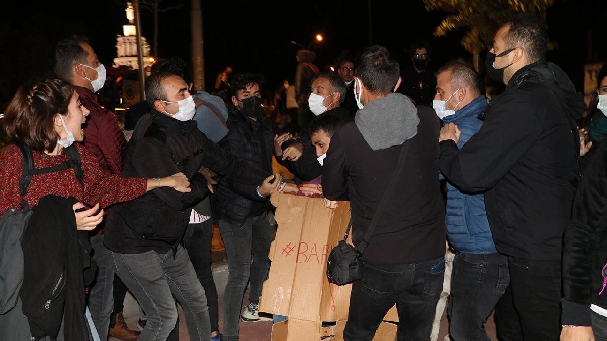 Geceyi parkta geçirmek isteyen öğrenciler gözaltına alındı