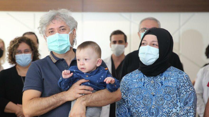 Rahim nakliyle doğan 'Ömer Özkan' doktor adaşıyla ilk kez poz verdi