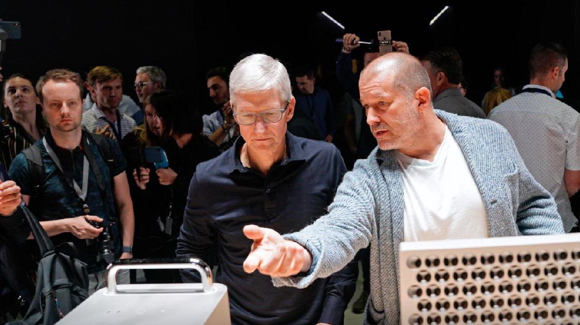 iPhone'un tasarımcısı Ferrari'nin ilk elektrikli aracını tasarlayacak