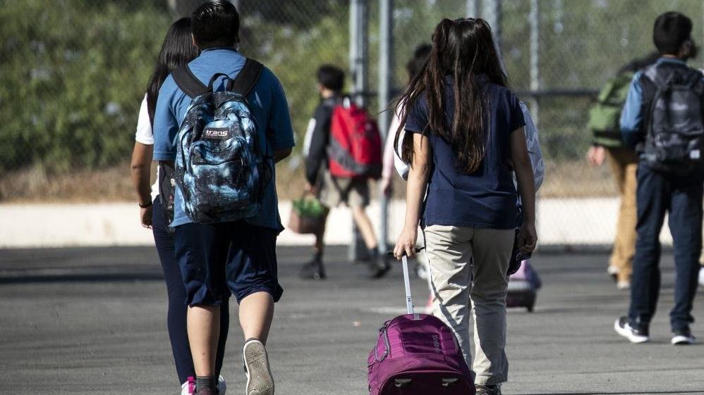 California öğrencilere Covid-19 aşısı zorunluluğu getiren ilk eyalet olabilir